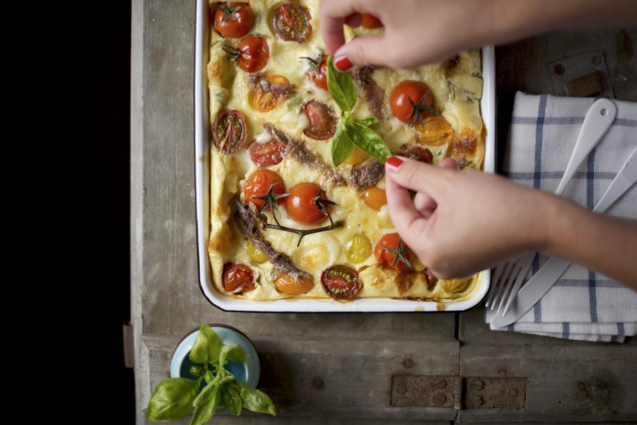 clafoutis_mozzarella_acciuga_basilico_pomodorini_02