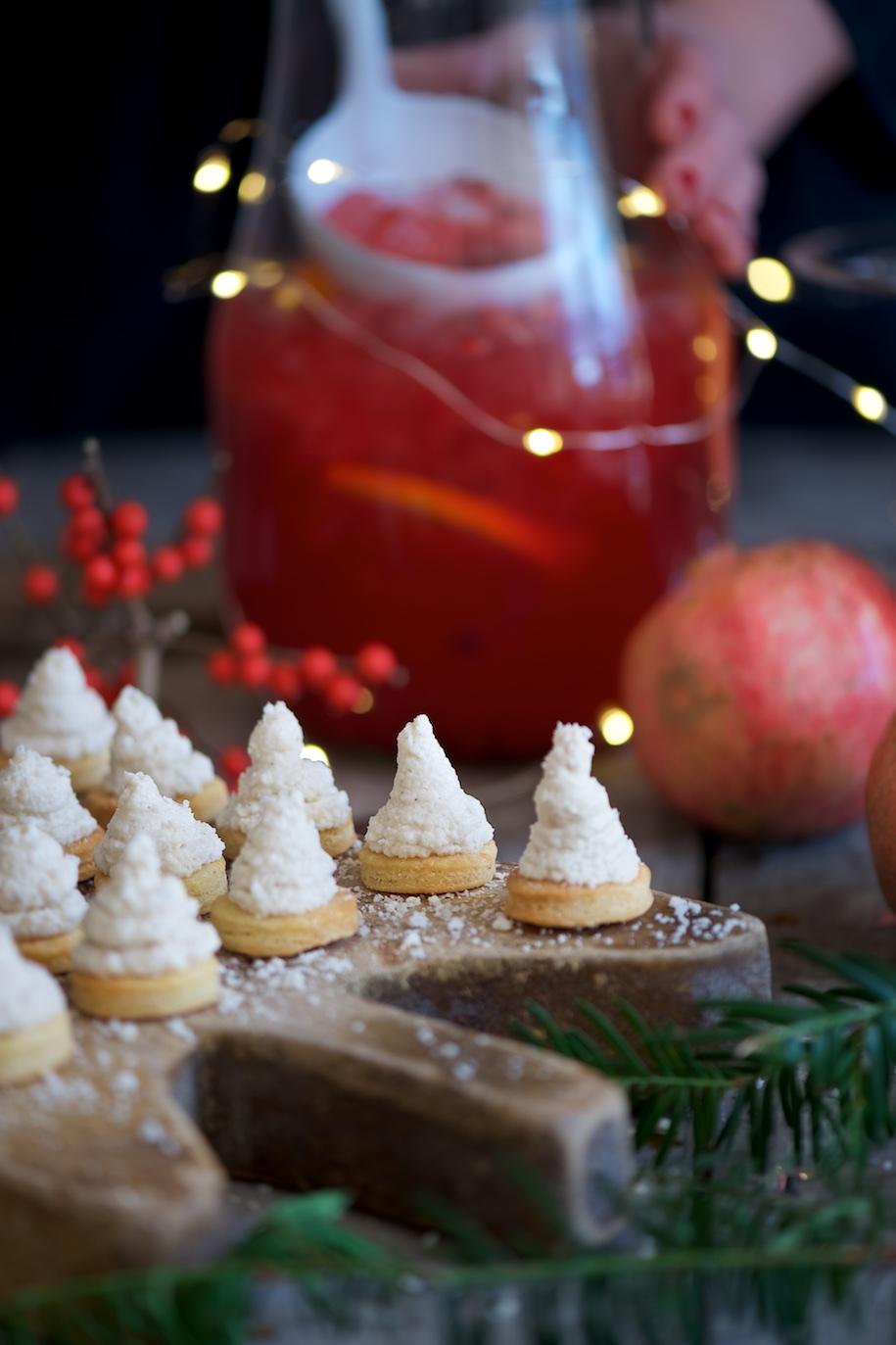 diversificato nella confezione fashion design aspetto elegante aperitivo natalizio: alberelli di crema di tonno e cocktail ...