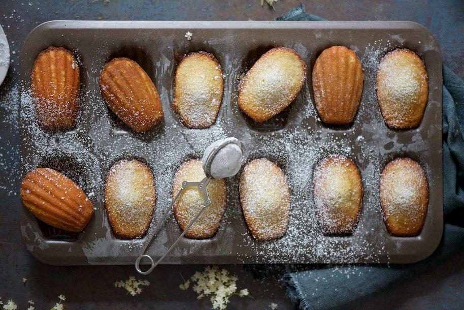 teglia di 12 madeleines con zucchero a velo