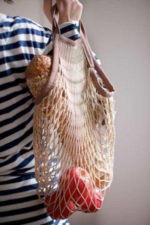 shopping bag in cotone di Filt contenente baguette e mele