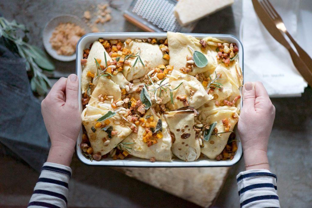 crespelle ai formaggi con dadolata di zucca e prosciutto crudo croccante