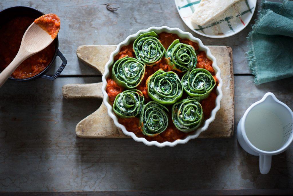 chiocciole di pasta verde ripiene con spinaci e ricotta
