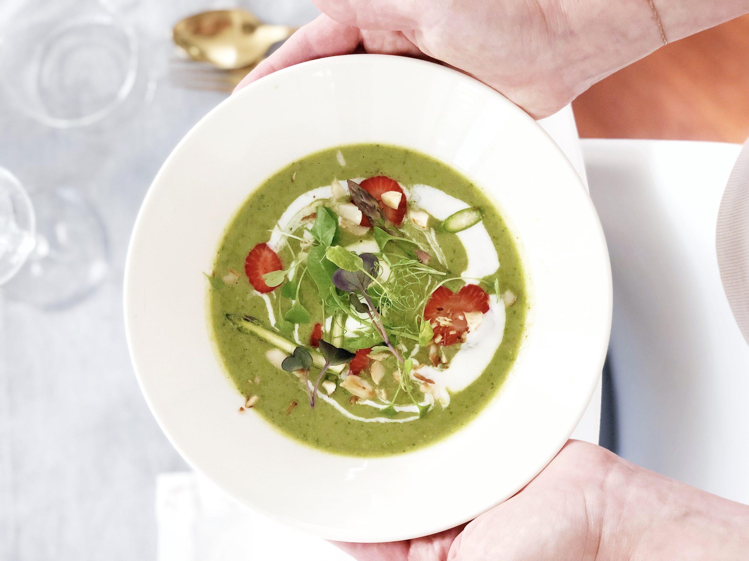crema di asparagi e piselli al curry verde