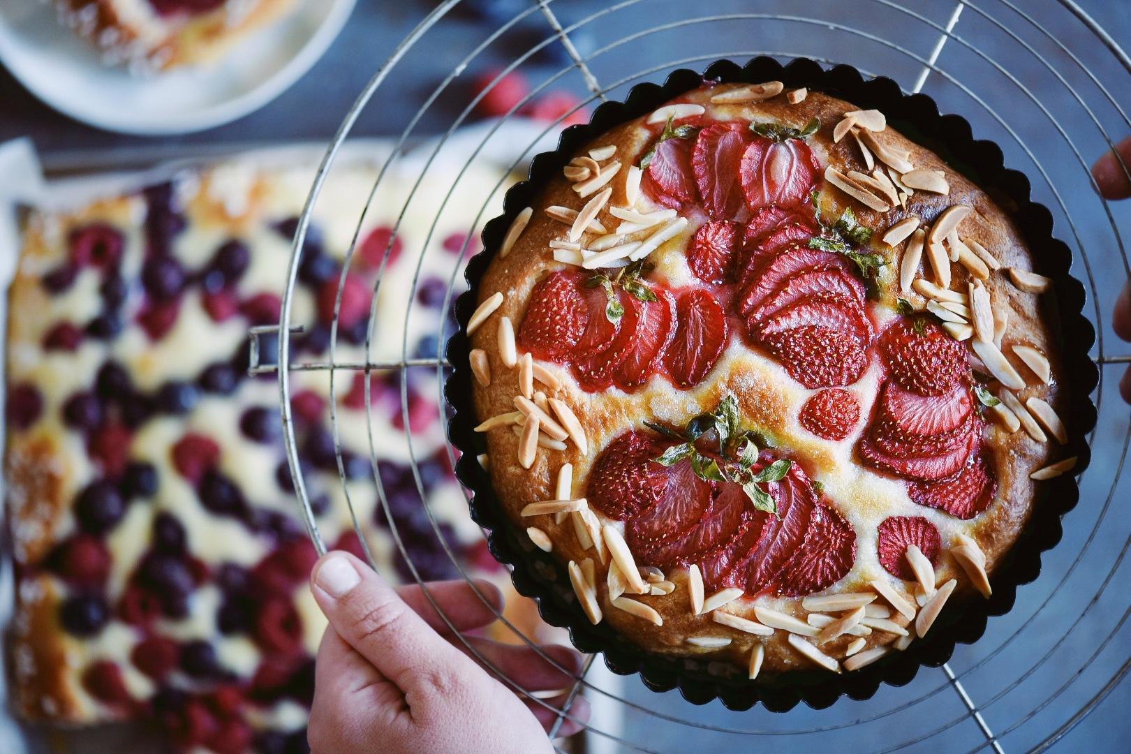 torta brioche con frutti di bosco
